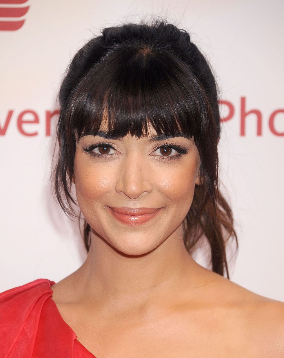 13 Ways To Get The Best Bangs For Your Face In 2020 Heart Shaped Face Hairstyles Oval Face Bangs Bangs For Round Face