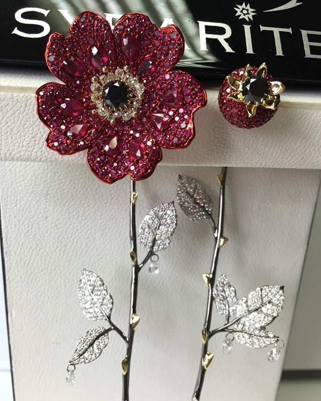Серьги Шиповники от Sybarite# Sybaritejewellery#finejewellery#luxury#18ktgold#diamonds#rubies#madeinitaly#handmade#earrings
