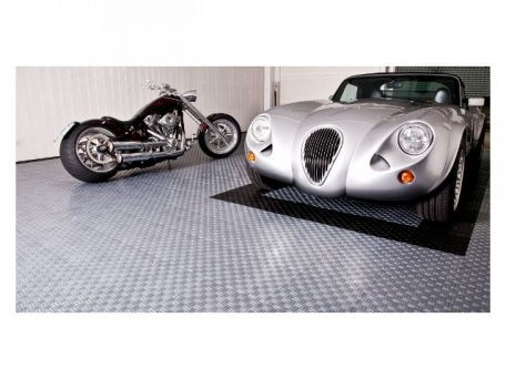 PP (Polypropylen) Bodenplatten Der TEC Serie In Der Garage Werden In  Unterschiedlichen Oberflächen Verwendet, Offene Oder Geschlossene  Oberflächen