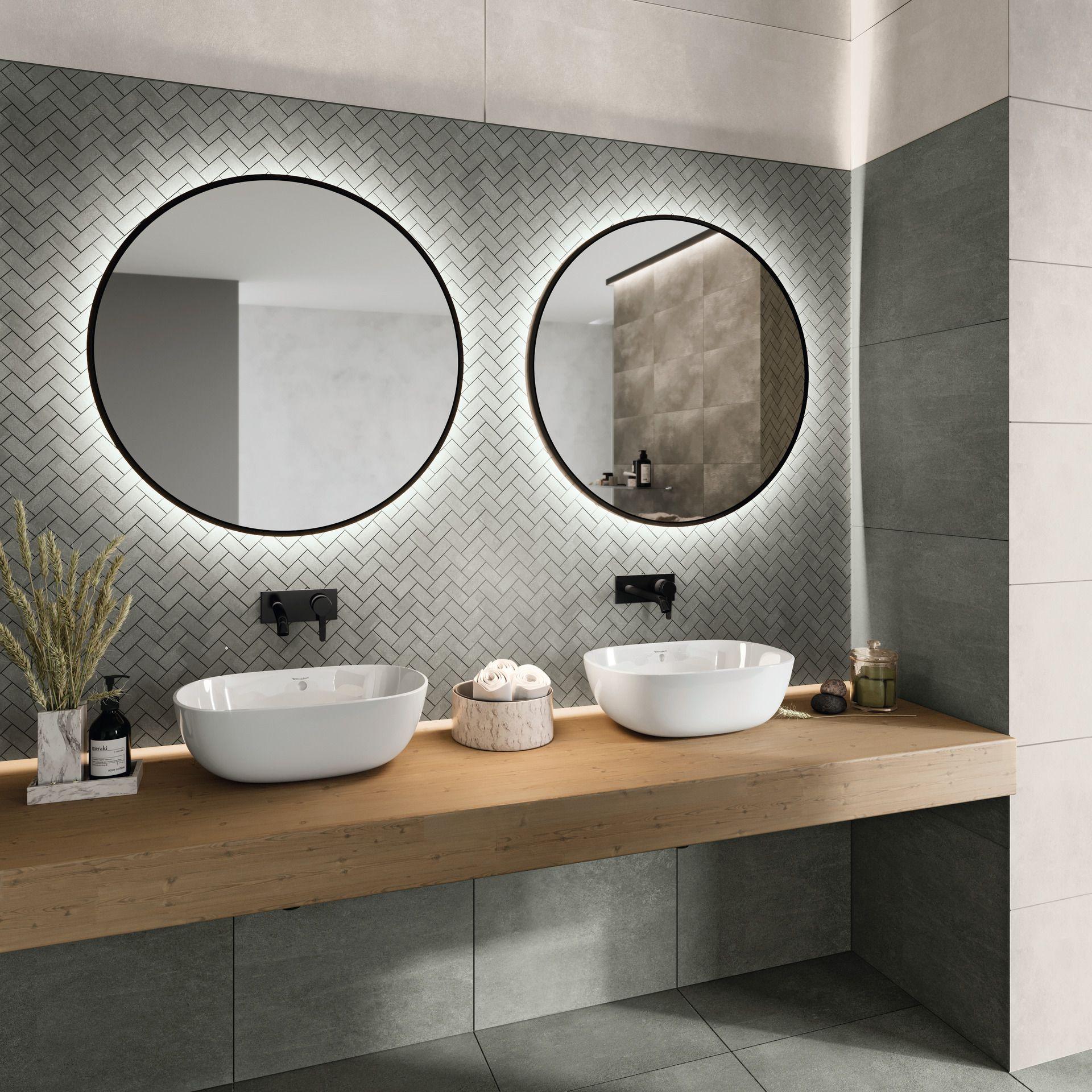 Puristisches Badezimmer mit attraktiven Wandfliesen und großen ...
