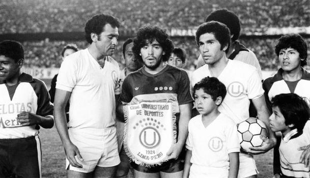 Maradona en amistoso de 1981 por arielgm - Los Jugadores - Fotos de Boca Juniors, Fotos de Boca Juniors. Comparte tus fotos de Boca, de la hinchada xeneize, jugadores de la selección, partidos, ...
