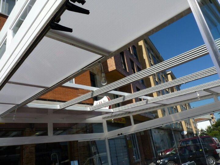 Vista de techo movil parcialmente abierto