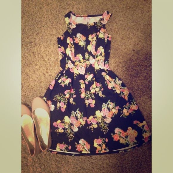 black floral dress This dress is absolutely gorgeous! I love the floral print, great for church! Candie's Dresses