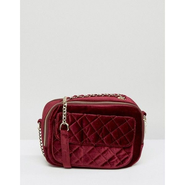 Pull&Bear Velvet Quilted Cross body Bag (£25) ❤ liked on Polyvore featuring bags, handbags, shoulder bags, red, red shoulder bag, chain shoulder bag, red handbags, crossbody shoulder bags and red cross body purse