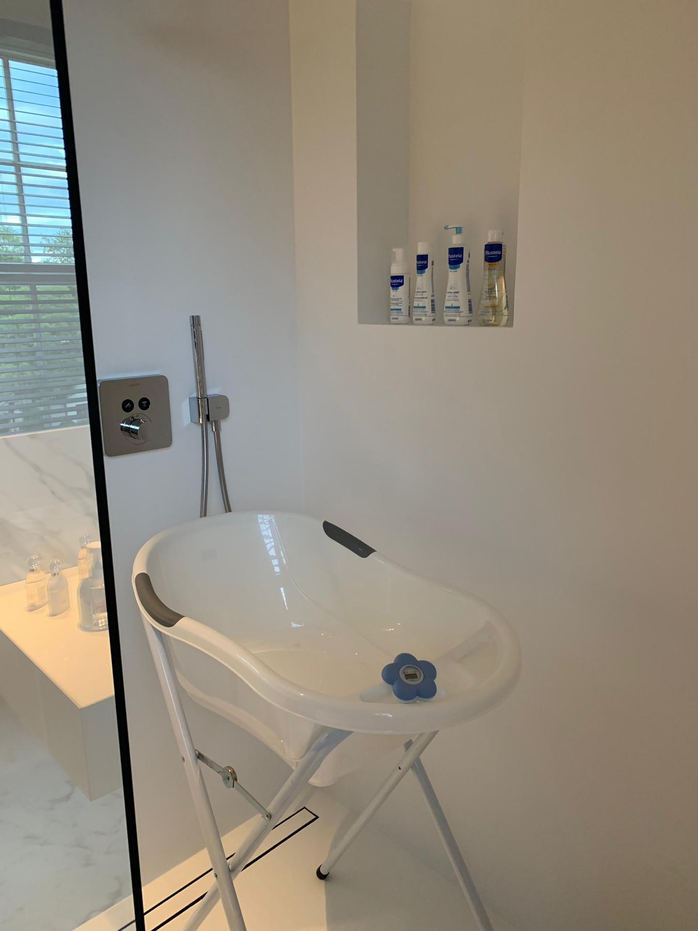 Baby Bathtub White With Images Baby Bath Tub Baby Tub Baby Bath