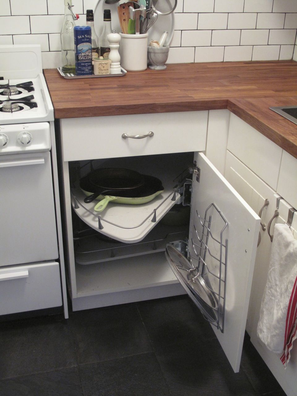 What To Do With Corner Kitchen Cabinets Regarding Kitchen Corner