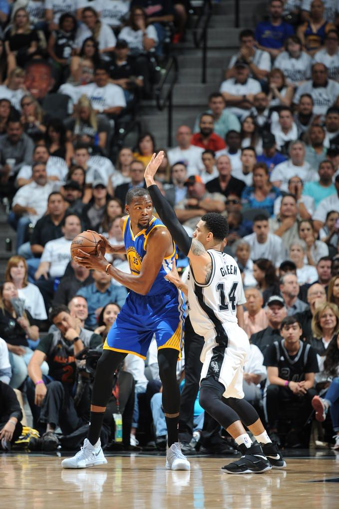 Kevin Durant lead the Warriors in Game 3
