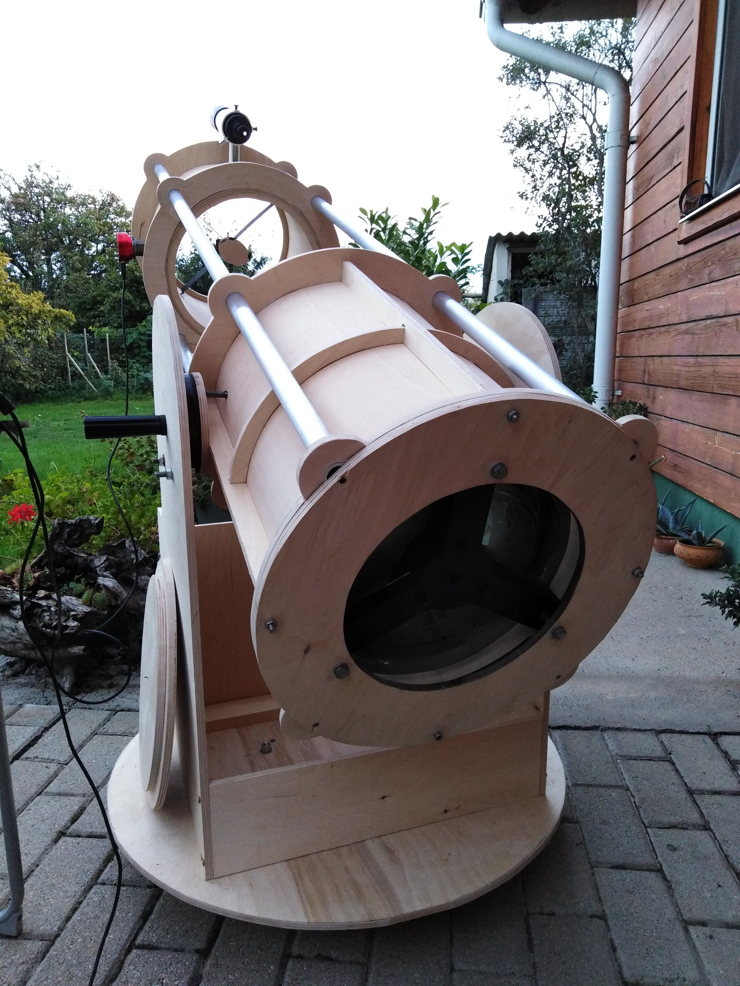 homemade dobsonian telescope with wood :)