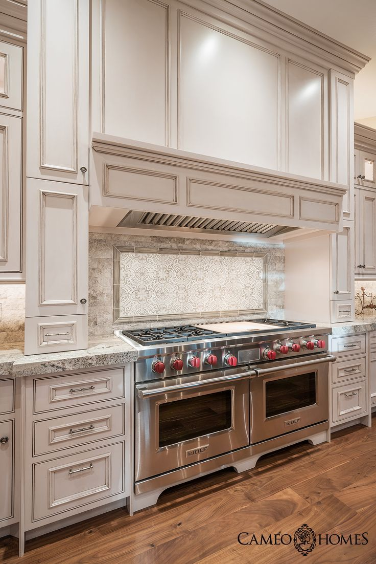 Luxurious kitchen with sub zero wolf appliances in utah - Cocinas wolf ...