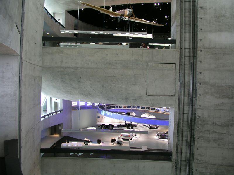 Rundgang im Mercedes-Benz Museum Stuttgart
