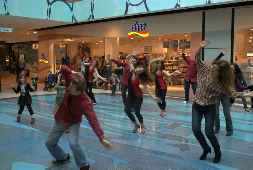 Entertainment at a shopping mall