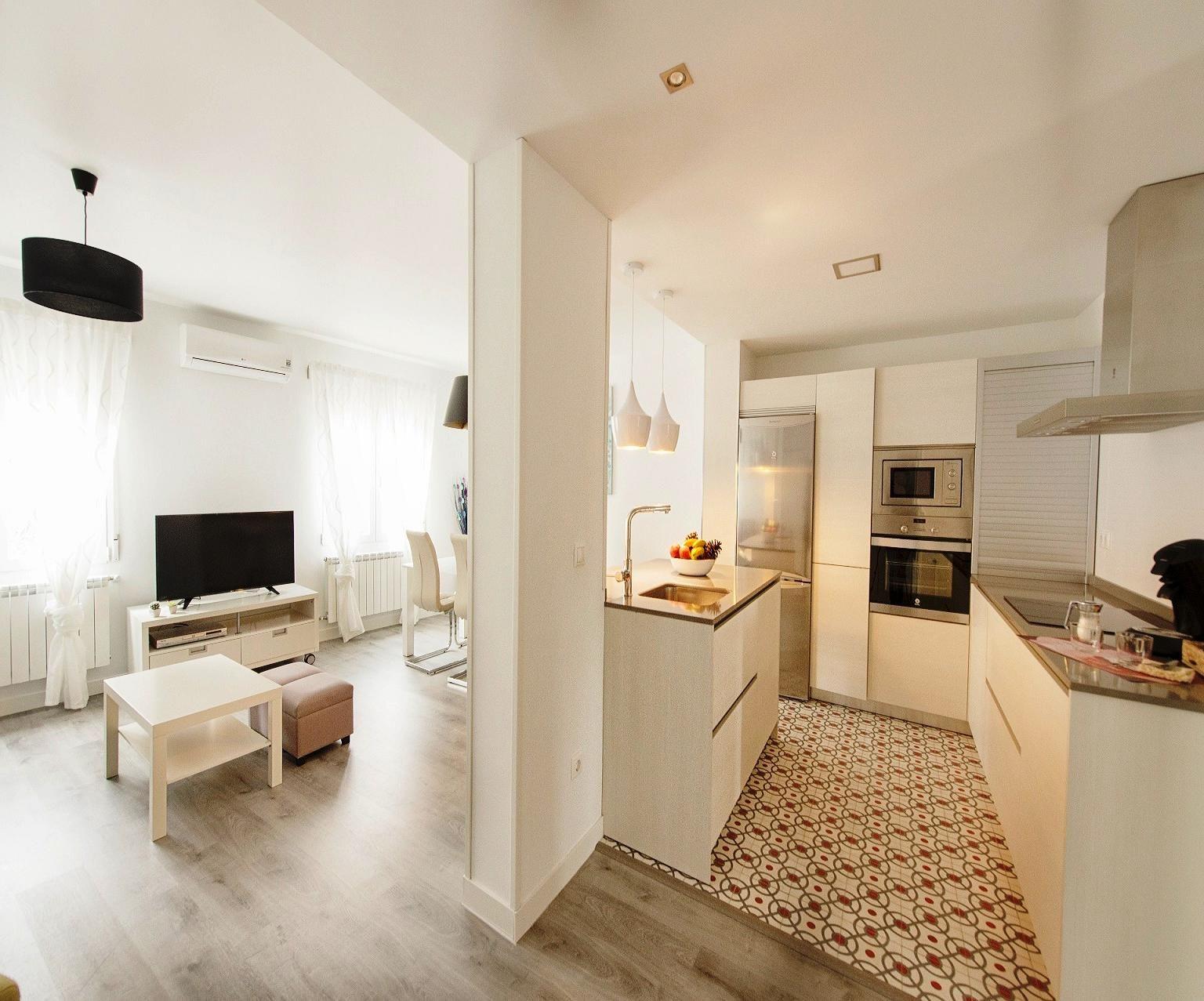 Este espacio de suelo hidr ulico en cocina combina muy for Cocinas con parquet