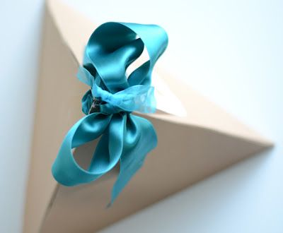 willowday: GIFT WRAP #16: PYRAMID PACKAGES