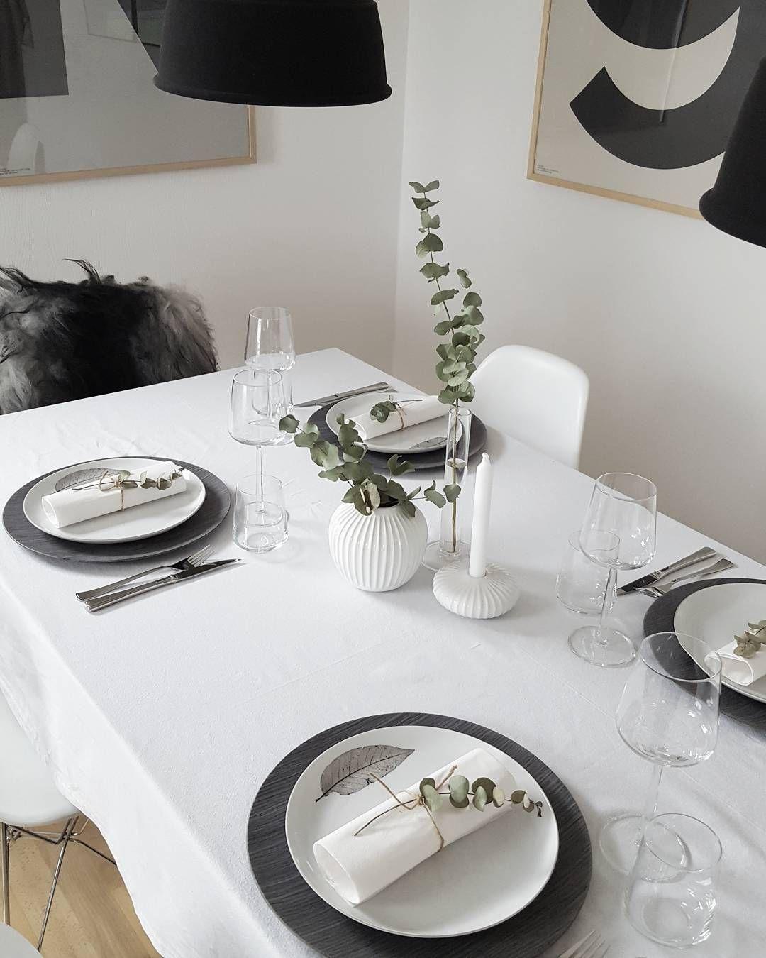 Jeg er ingen gourmet kokk, men når reinsdyret er av prima kvalitet kan det ikke gå så galt. Fantastisk mørt kjøtt!  Og når gjestene er fornøyd og all maten ble spist opp, ja da er kokken fornøyd   _______________________ #myhome #mitthjem #tablesetting #hus10a #nordiskehjem #mittnordiskehjem #kählerdesign #kamillenorge #itsinterior #onlyinterior #finahem #greneinterior #whiteinterior #nordsjofruen #putti123 #lenevalle #hanne_ #insposecret #inspoformilla #inspohome