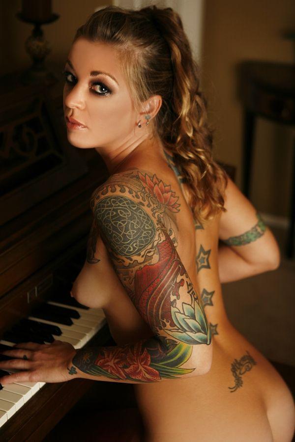 playing Nude piano girl
