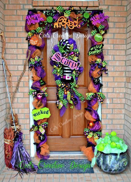 100 Halloween door décor ideas to spread the Halloween spookiness - Gravetics #halloweendoordecor
