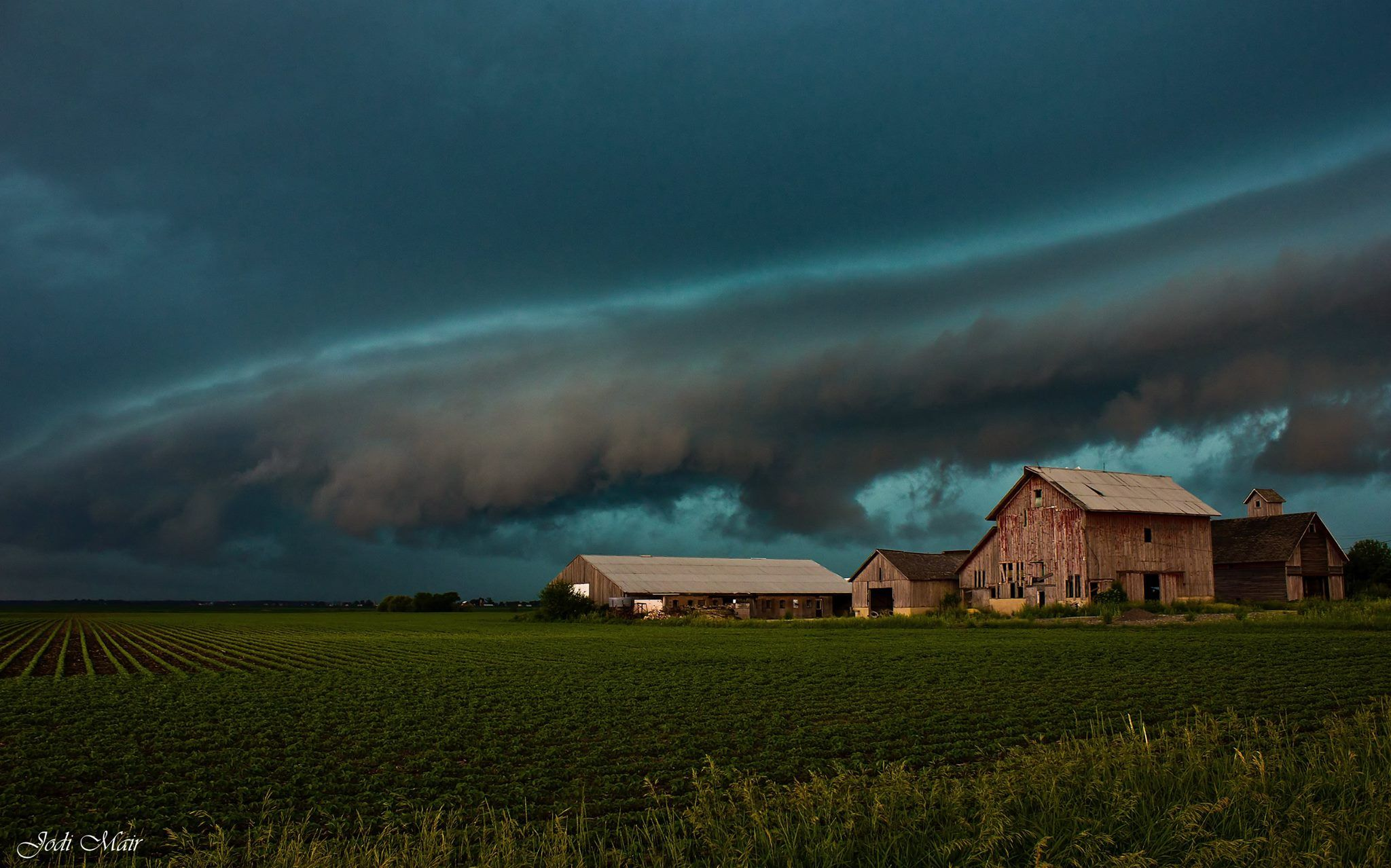 A shelf cloud overtakes an abandoned farmstead near Sugar Grove, Illinois earlier this evening.