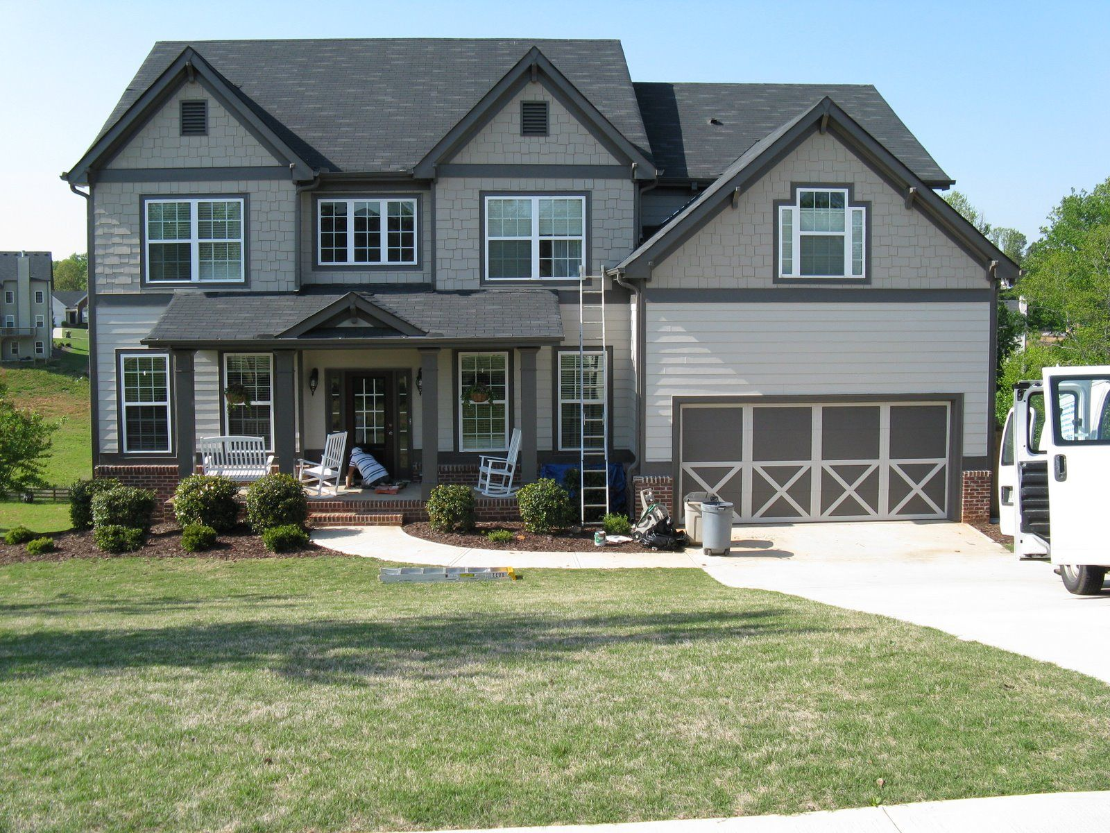 Modern exterior paint colors for houses grey trim white for Exterior contemporary house colors