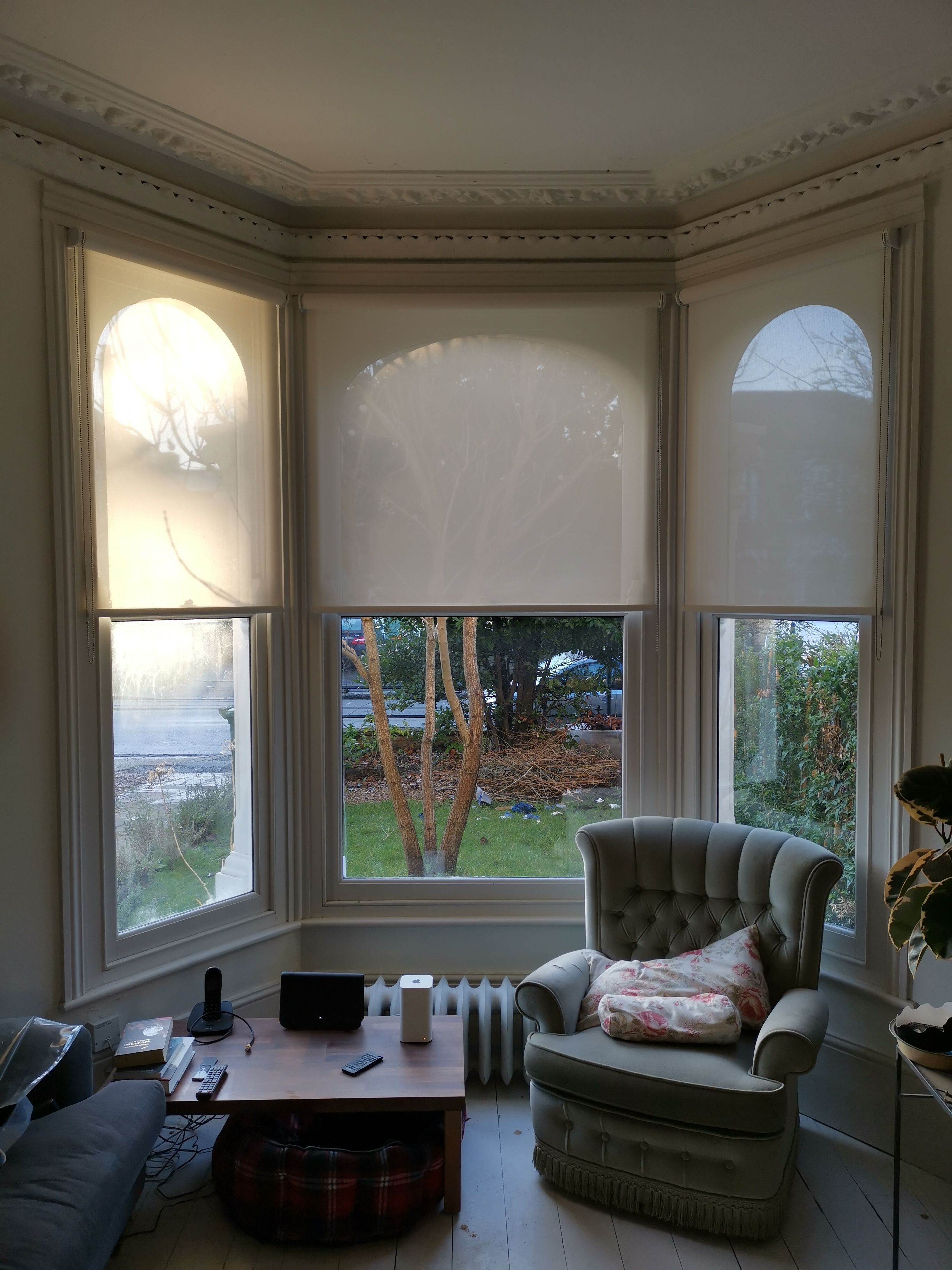Sunscreen roller blinds for bay window in living room ...