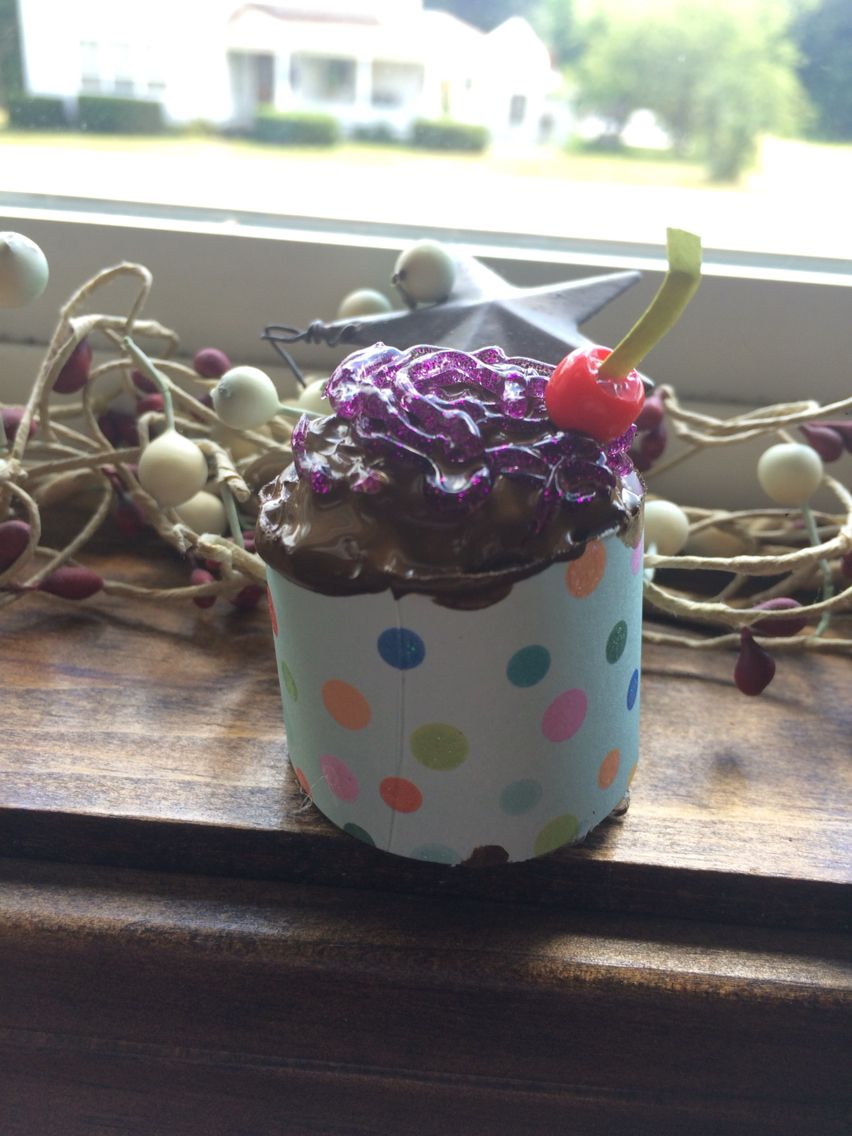 It's supposed to be a cupcake, Hey I tried!