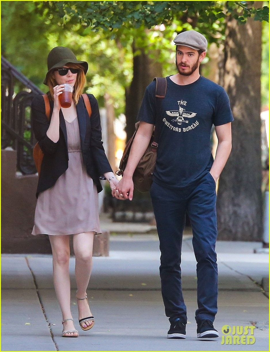 emma stone andrew garfield hold hands new york 07 Emma Stone and Andrew Garfield hold hands while going for an afternoon stroll on Monday (June 16) in New York City.    The 25-year-old actress and the 30-year-old…