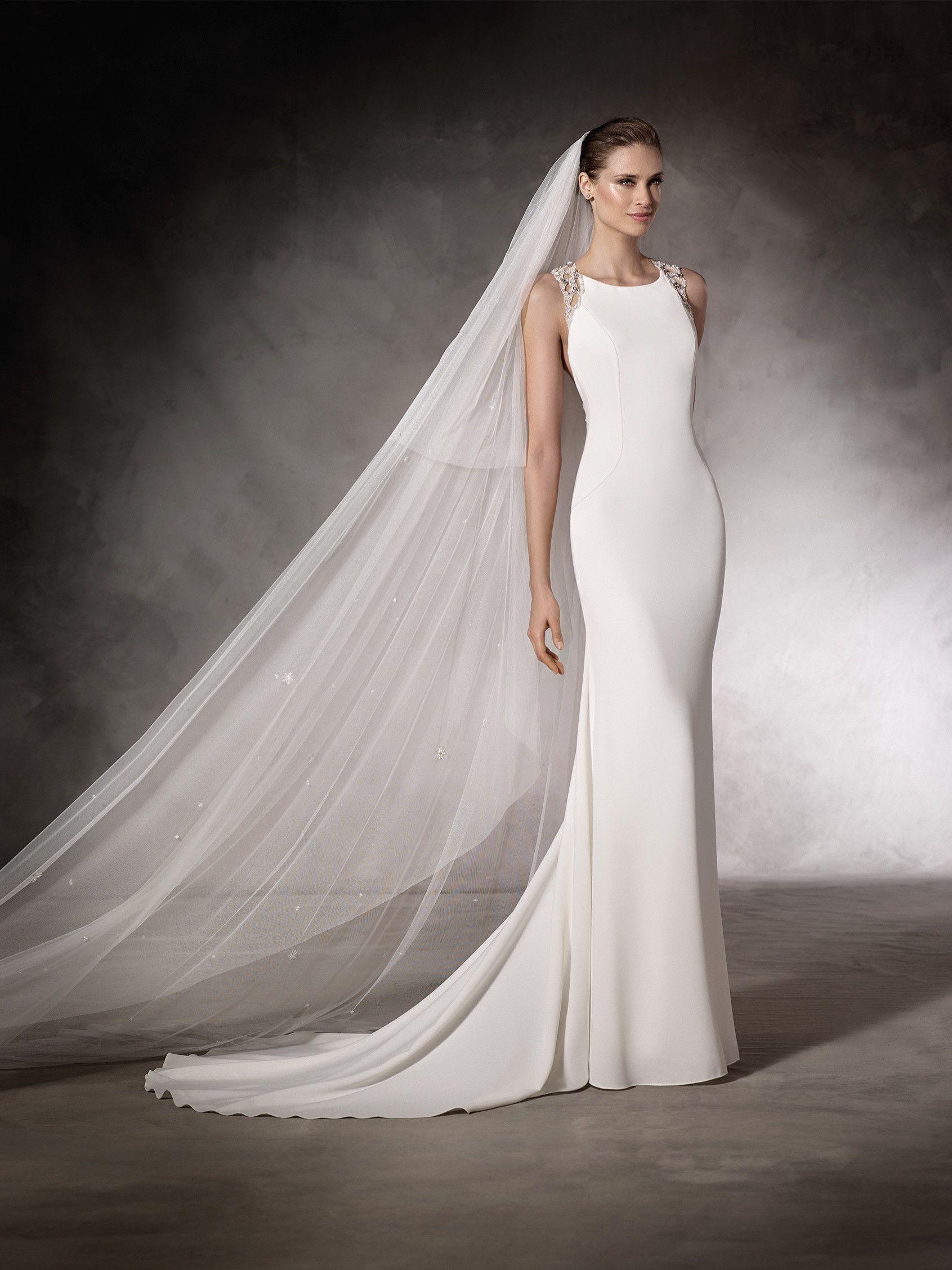 d20ac0ae04 KIRA - Vestido de novia con escote de espalda en pedrería