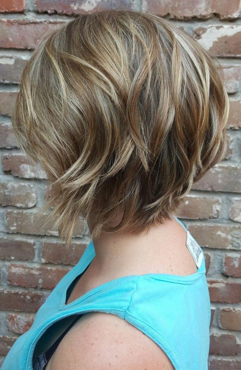 13 Prachtige Korte Gelaagde Kapsels Voor Elk Gezicht In 2020 Short Layered Haircuts Short Hair With Layers Layered Haircuts