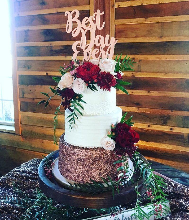 Beautiful Wedding Cake With Roses Decoration