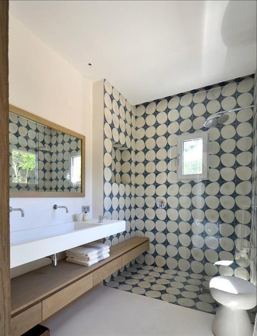 lagence darchitecture dintrieur alain dominique gallizia a utilis dans le cadre de lamnagemen dans sprone ide dcoration de salles de bain design