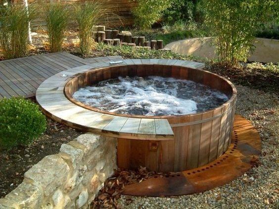 Whirlpool im Gartens selber bauen Badetonne im Boden Garten Ideen