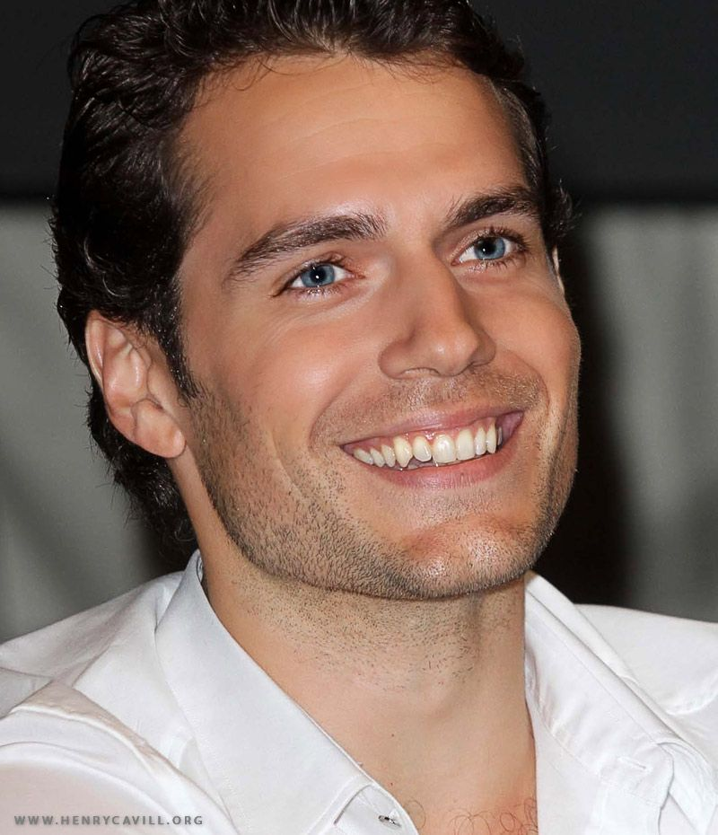 Henry Cavill is totally my new crush! I forgot how beautiful he was until I saw him in skin tight superman costume.
