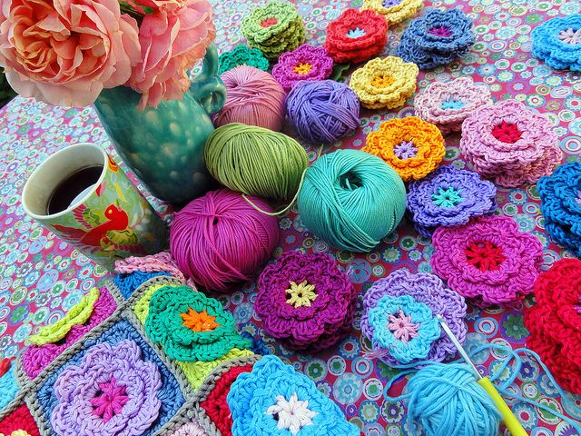 Making crochet flowers