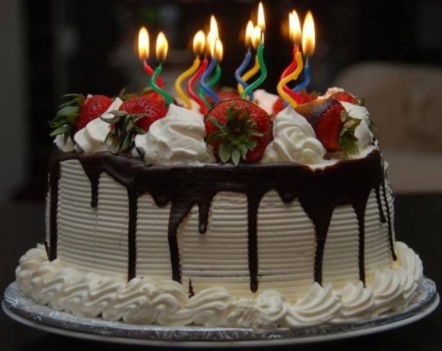 2 Cakes Cream Fruits
