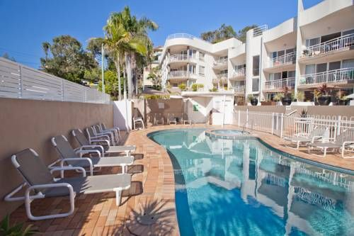 Kirra Palms Holiday Apartments Gold Coast Situated within a 100 metres of Kirra Beach, Kirra Palms Holiday apartments offers self-contained apartments with fully equipped kitchens and private balconies. Most apartments have picturesque views of the ocean.