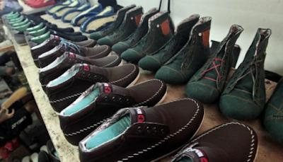 Pin By Hidiko Modelsepatuterbaru On Model Sepatu Shoes Shoe Rack