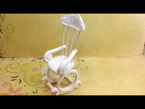 Cadeira de baloiço em miniatura, para decoração ou para casa de bonecas. Muito fácil de fazer! Espero que gostem! :D