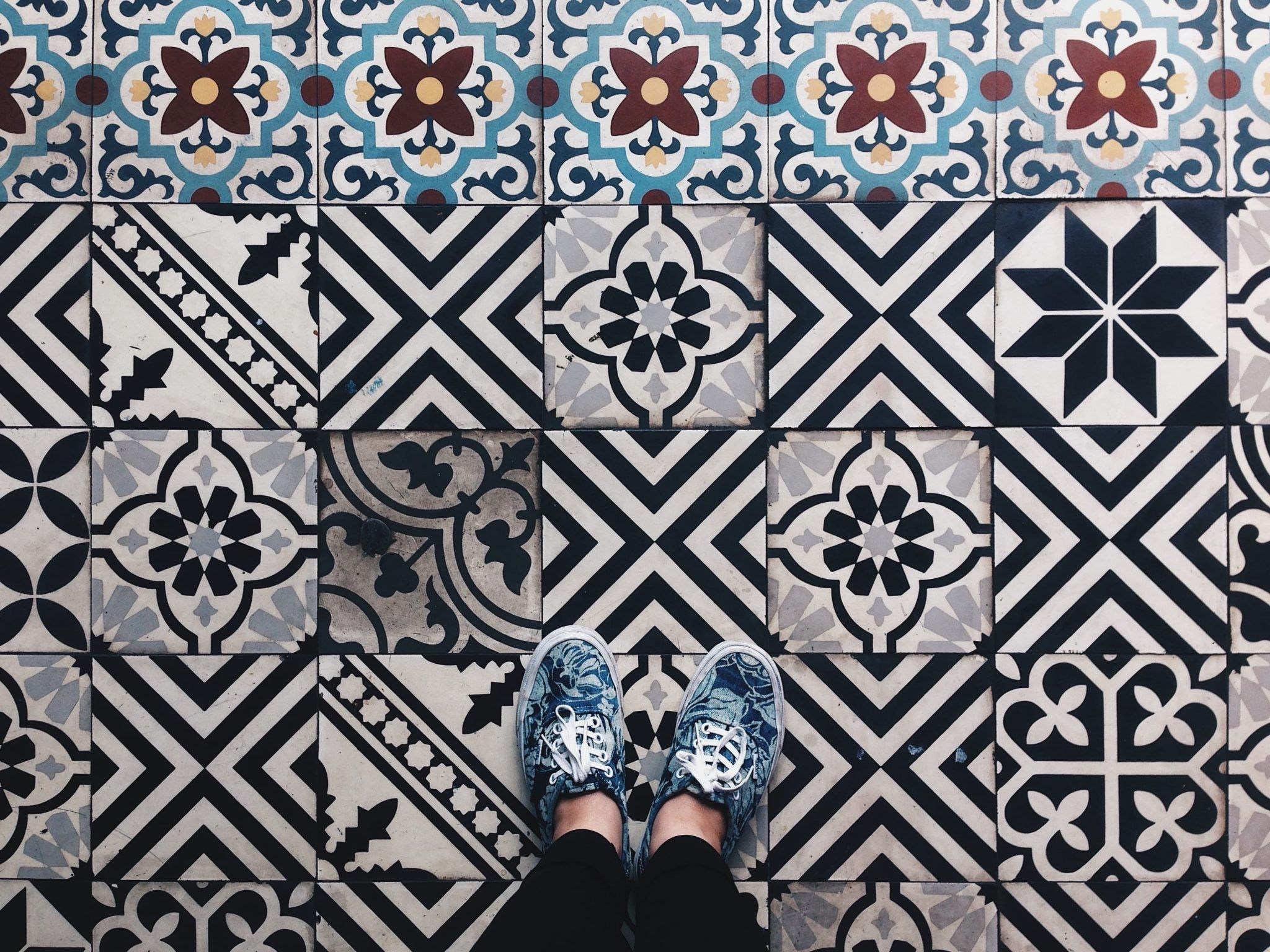 How To Clean Tile Floors Without Damaging Them Or Working Too Hard Http Www Lifeoftrends Com How To Clean Til Black And White Tiles Vintage Tile Vietnam Art