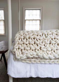 Whoa. Those are some big-ass knitting needles! <3 <3 Big Little Dandelion Garter Blanket #knitting #blanket #blankets