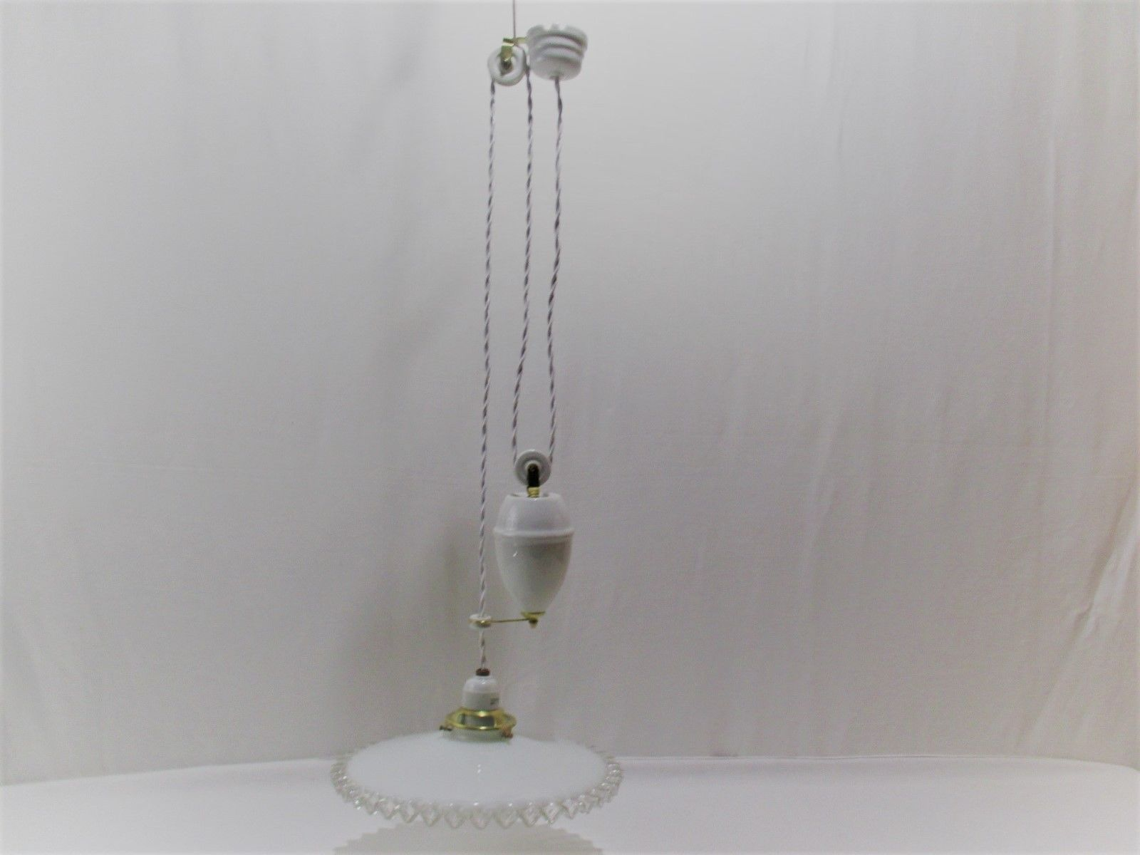 ancien monte et baisse lustre lampe suspension porcelaine opaline old lamp for sale eur 130 00. Black Bedroom Furniture Sets. Home Design Ideas