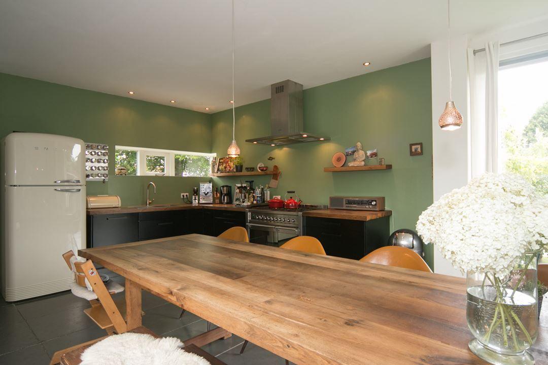 Olijfgroen In Huis : Keuken met olijfgroene muur kleuren voor in huis pinterest