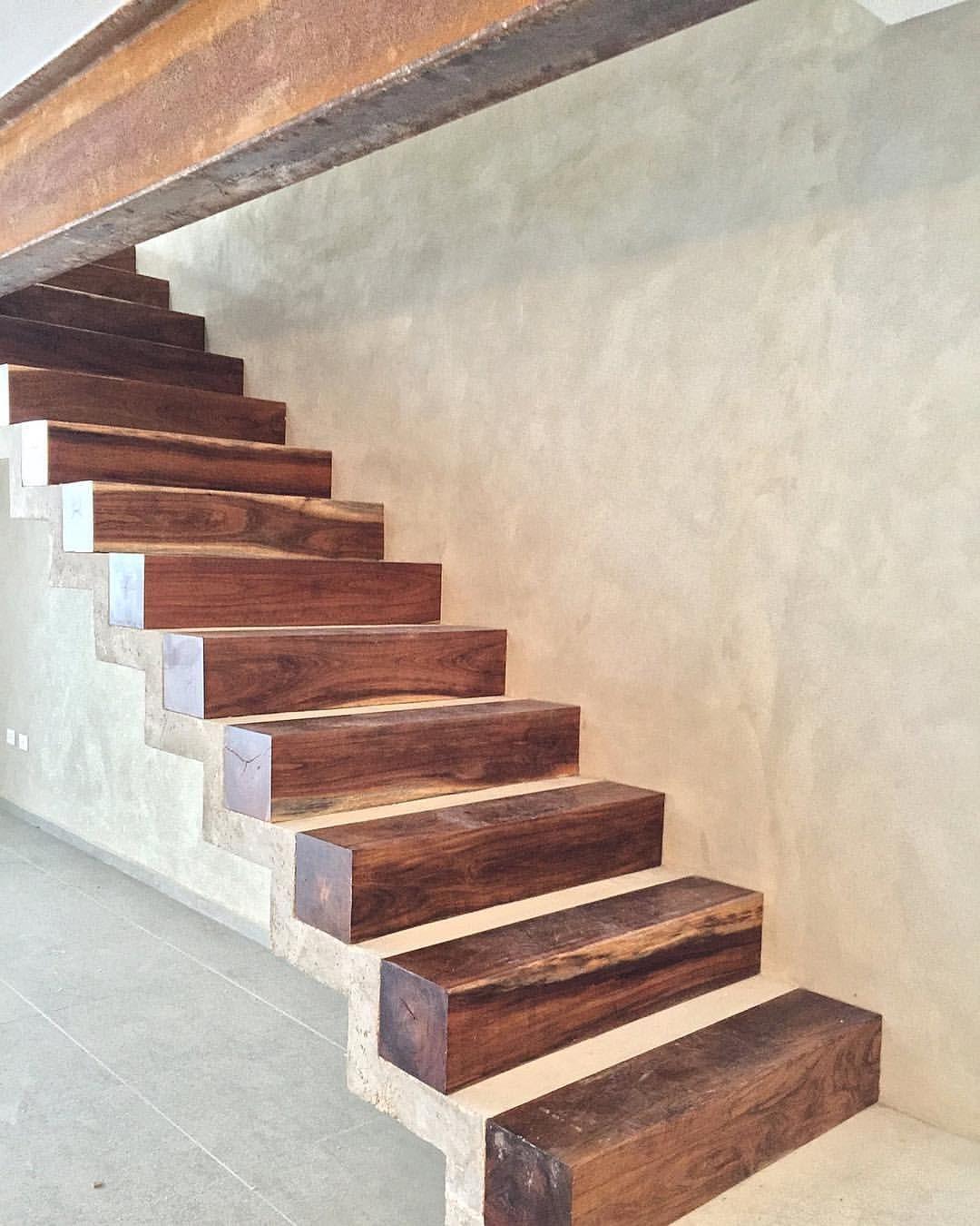 Escalera de concreto con huellas de madera things to - Escalera madera ...
