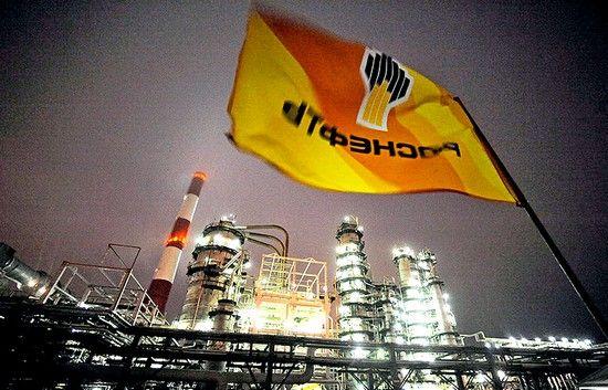 За год «Роснефть» увеличила долг на 262 млрд рублей, или 7,8%, сообщила компания в отчете по МСФО за 2016 год. Погашения валютных займов, к которым «Роснефть» принуждают санкции, были успешно компенсированы новыми долгами в рублях, следует от отчета.