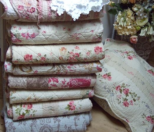 boutis couvre lit romantique et plaid boutis aux tissus fleuris quilting ideas pinterest. Black Bedroom Furniture Sets. Home Design Ideas