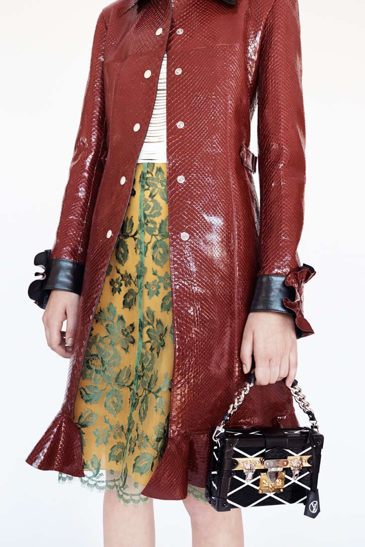 Floral pattern meets skin texture - so unexpected yet totally works. What do you think? (LV 2015 Collection)