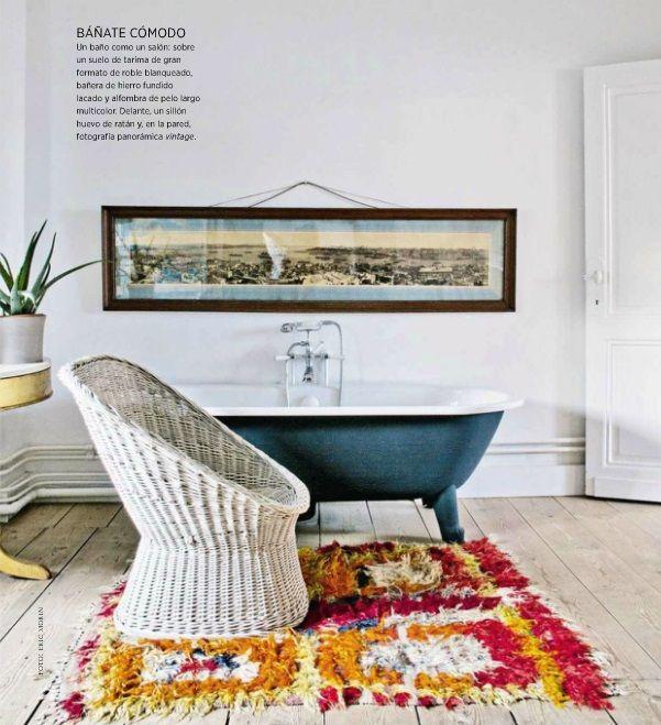 Deep tub and I love this rug
