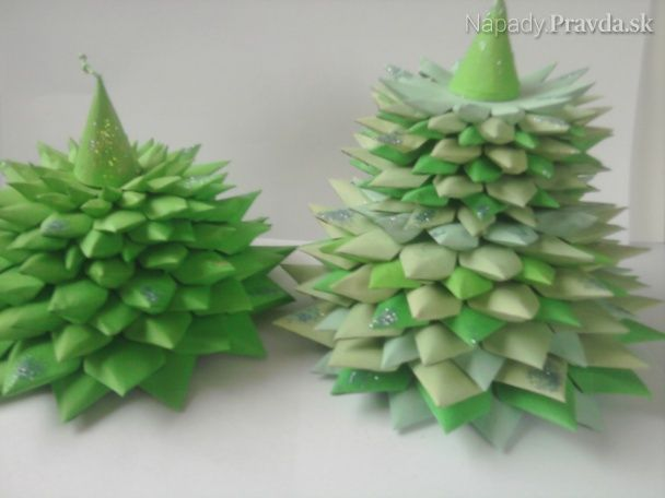 Vianočné dekorácie - stromček z papiera (videopostup)