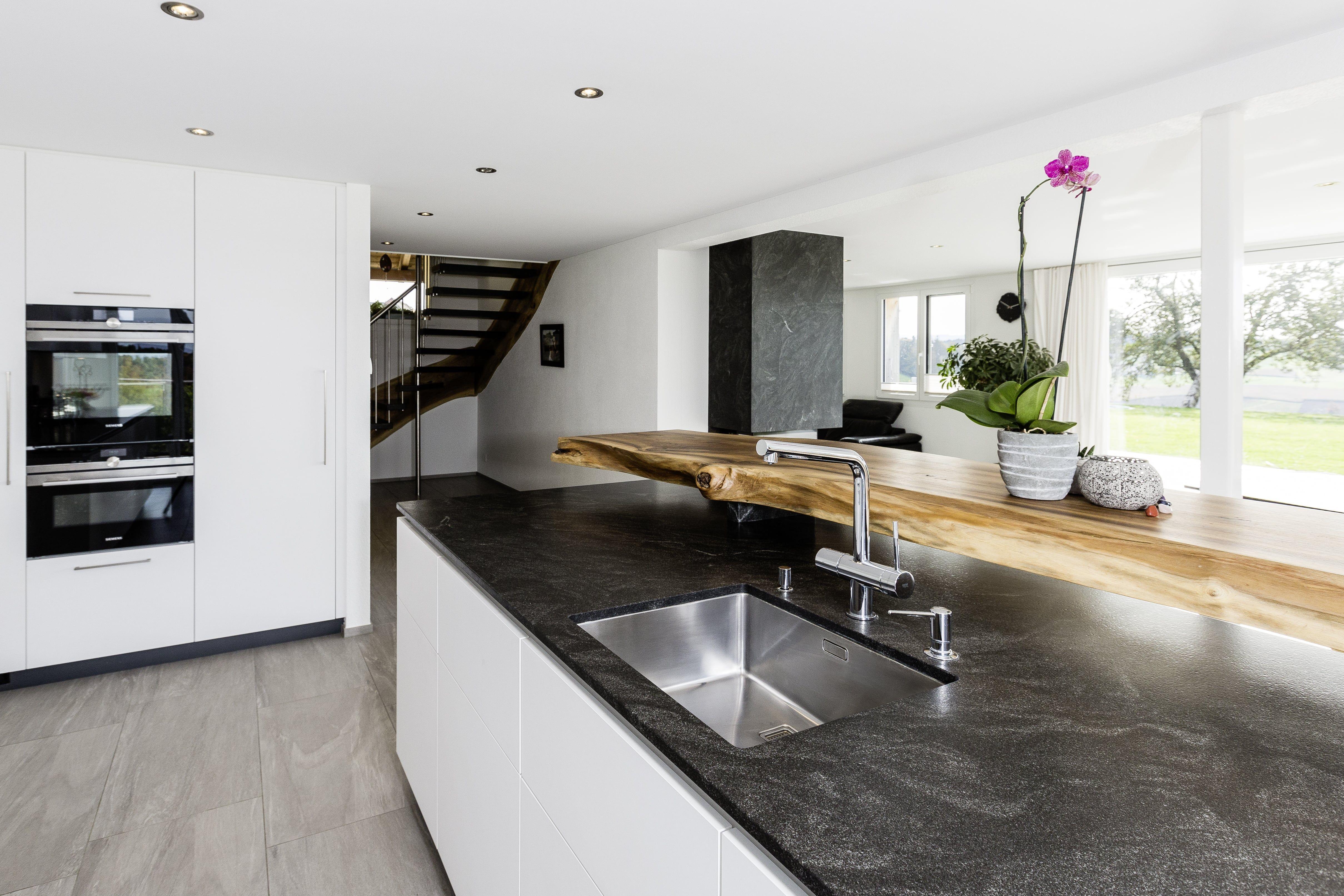 Arbeitsplatte Aus Granit Kuche Kuche Und Wohnzimmer Moderne Kuche