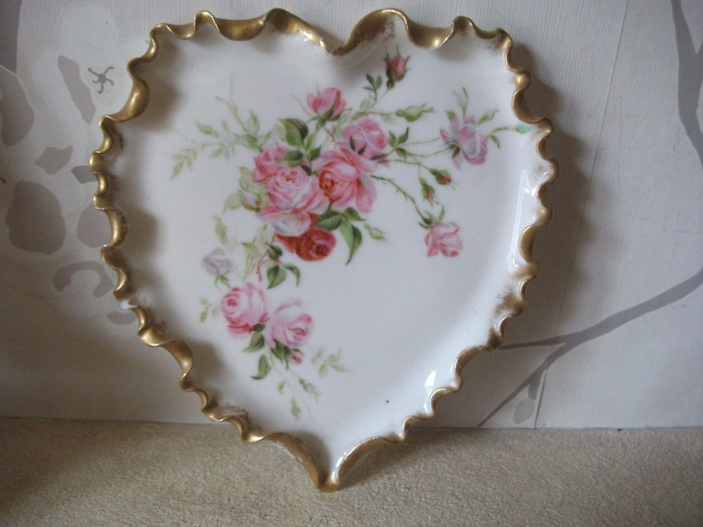 QUALITY VINTAGE/ANTIQUE HEART SHAPED DISH, RED ROSES SIGNED MCB FRENCH