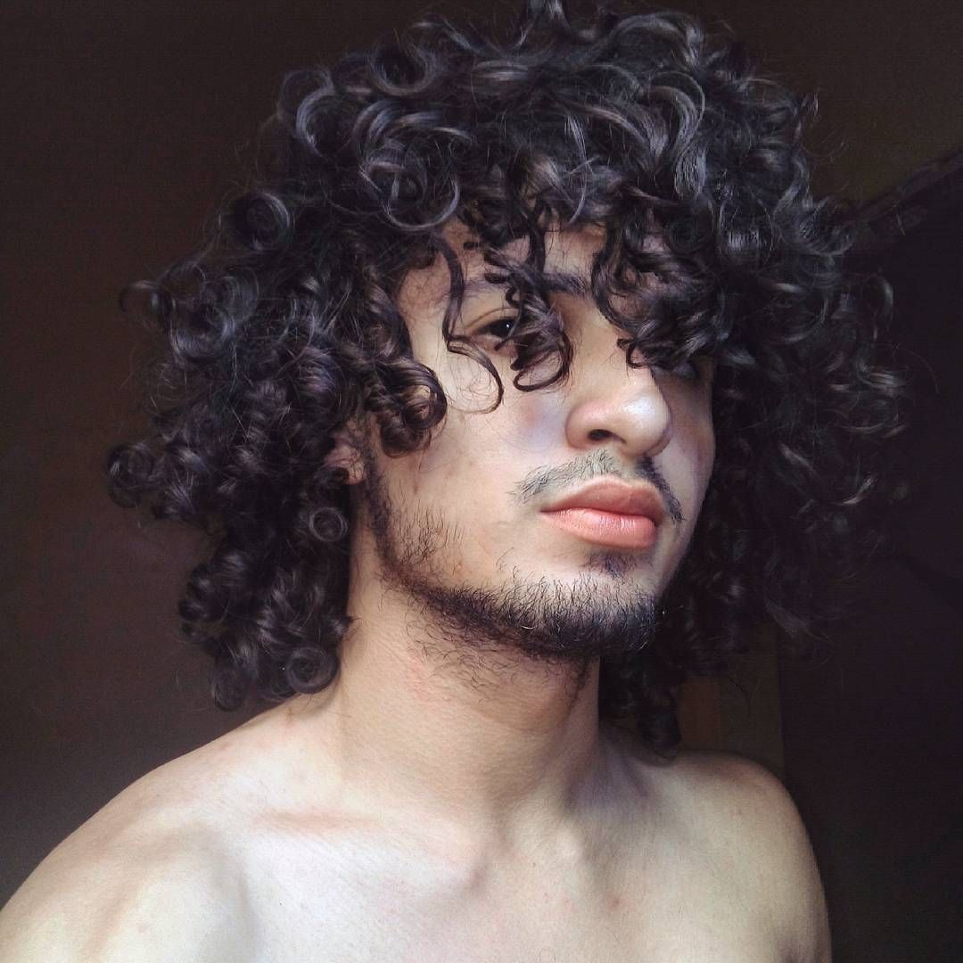 curly hair men hairdo / long curly hair for men / free the curls
