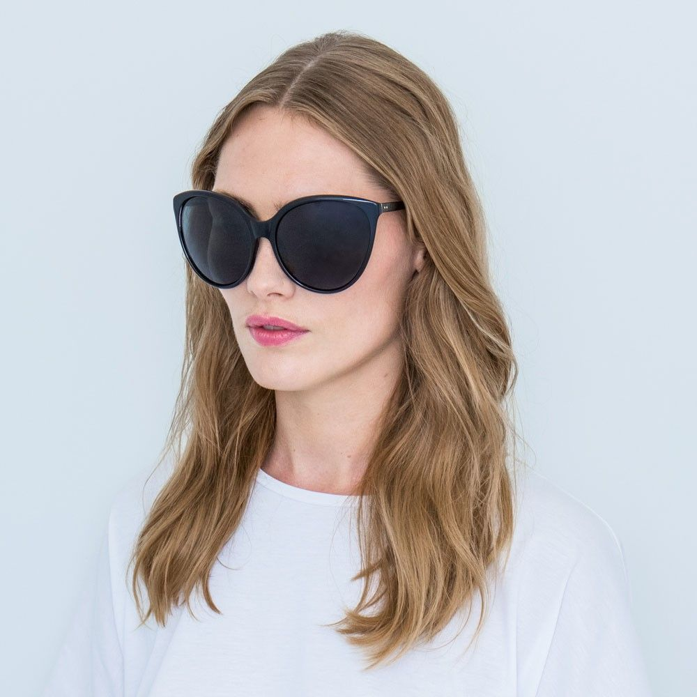 8f52168eb934 Oversized Sunglasses in Black with a Gradient Lens